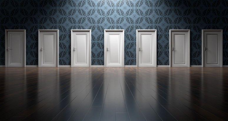 多くのドアの画像